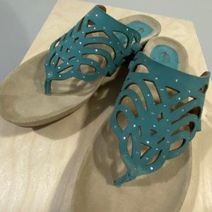 Earthies Toro Sandals 9 Light Teal Suede New NWT